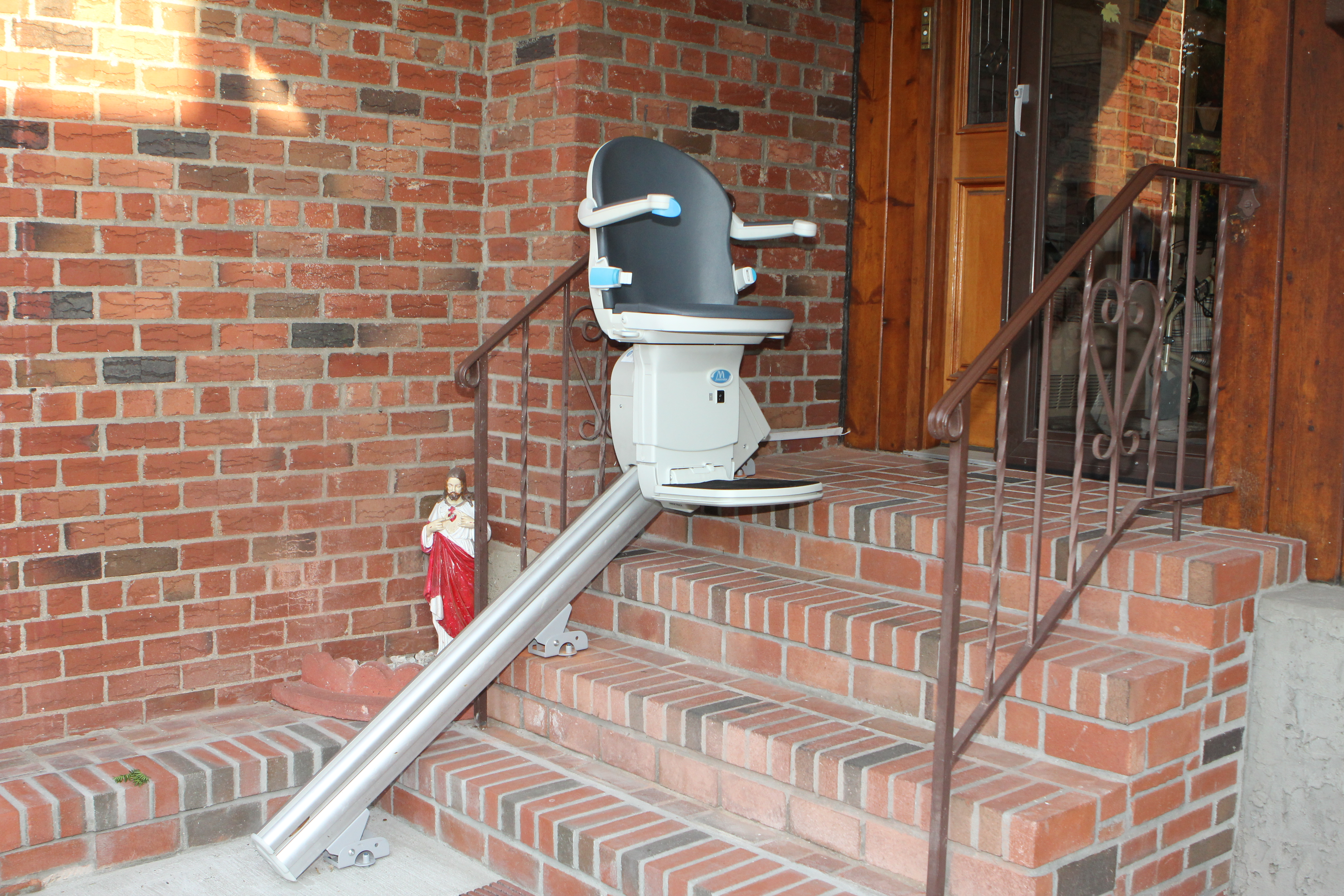 Outdoor stair lift - Outdoor Stairlift Installed On Long Island